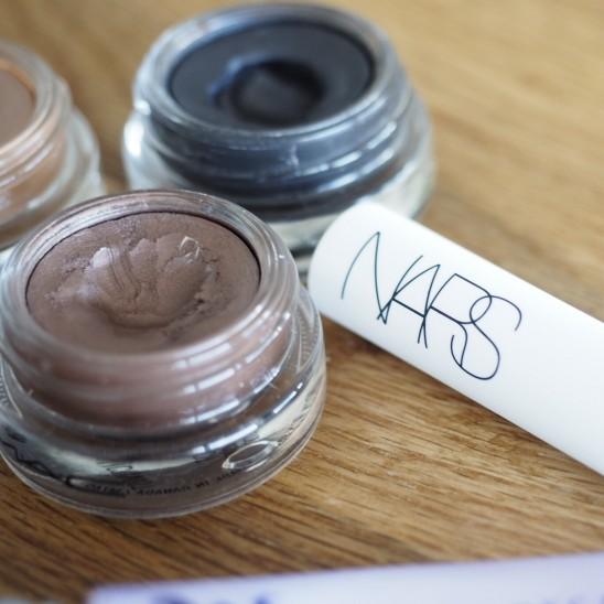 MAC Cosmetics Constructivist und Blackground (v.l.n.r.)